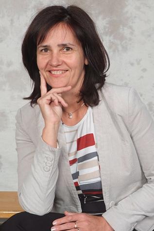 Kravanja Darja, prof.