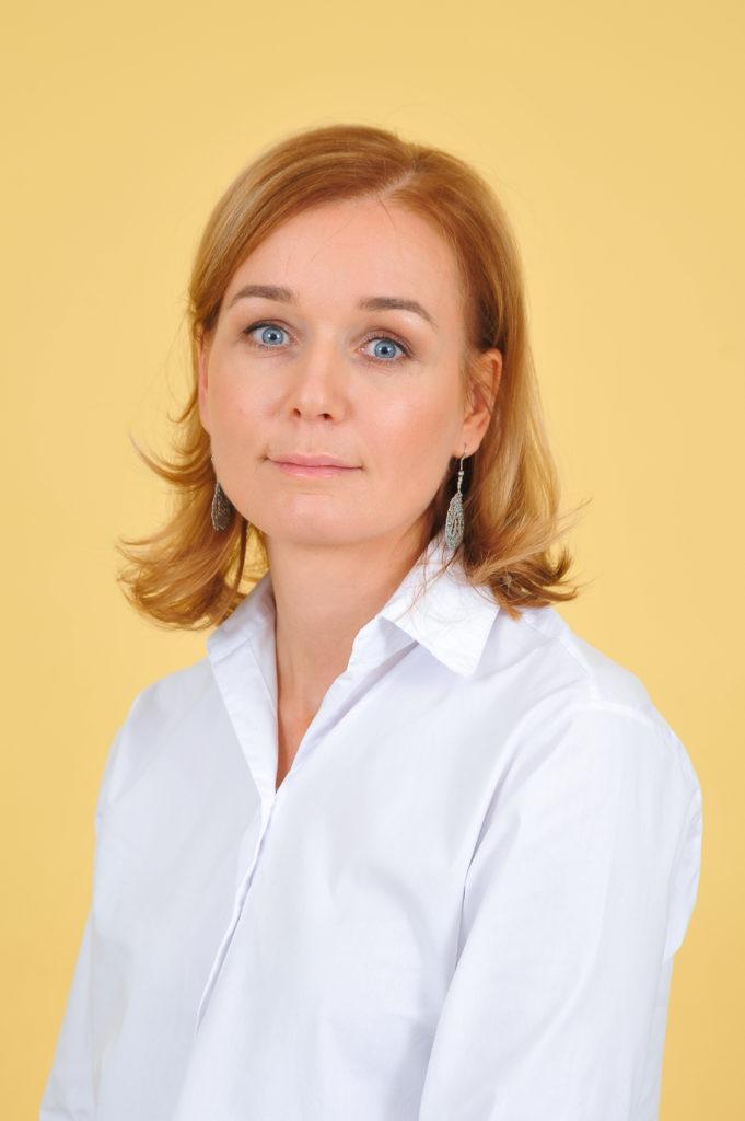 Tina Mojzer, prof.